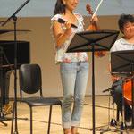 ヴァイオリンのゆうおねえさん♪にっこにこ!