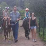 Pony führen bei Gartenparty