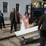 """""""Just Married!"""" stand auf der Badewanne, die vom Brautpaar entfernt werden musste."""