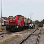 Die 2062.053 unserer Partner der FROWOS, steht zur Abfahrt im Lokalbahnhof in Mistelbach bereit.