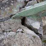 Risse im Betonsockel