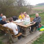 Mittagspause bei Hüttendorf.
