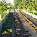 Entfernen der alten Bedienlung über die Zayabrücke, nachdem wir ca. 100 Schrauben entfernt hatten.