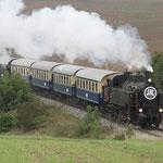Ohne Probleme zug die Vereinsdampflokomotive 93.1420 die Waggons über den Weinviertler Semmering.