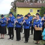 Auch in Mollmannsdorf wurde der Zug musikalisch empfangen.