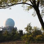 Die Buschbergkugel. Radarstation für die Zivilluftfahrt.