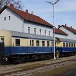 Wagen sind am Lokalbahnhof in Mistelbach bereitgestellt.