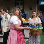 Sonja & Susi sorgen für das leibliche Wohl unserer Gäste.