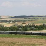 Der Leiser Berge Express kurz vor der Einfahrt in den Bahnhof Ernstbrunn.