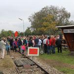 Empfang des Jubiläumszuges in Stetten. Hier gab es eine Ansprache des Bürgermeisters und die Gäste des Zuges wurden mit Brot und Wein gestärkt. Der Gesangsverein Stetten sorgte für die musikalische Begleitung.