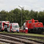 Feuerwehr und Rotes Kreuz waren mit Fahrzeugen und vielen Informationen für unsere Gäste da.