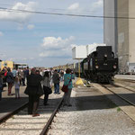 Der Verein konnte erwirken, dass der Zug in das ehemalige Fabriksgelände einfahren durfte.
