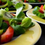 Semaine 14 : Salade de mâche, kiwi et fraise arrosée d'une pointe de citron ...bon appétit !