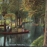 Burg-Spreewald-Kanalboot-mit-Bauern-in-Tracht