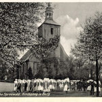 Burg-Kirchgang-im-Ort