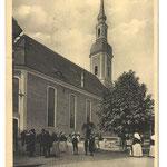 Lübbenau-Kirchgang, Leute vor der Kirche