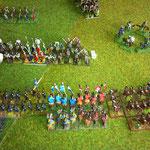 2. Spiel gegen Sizilianische Normannen. Die erste Attacke, die Normannen werden nicht ungestüm, dafür beschossen, zudem sind die byz. Reiter hügelab, der erste Bruch.