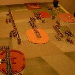 Erste Runde, die byzantinische Kavallerie geht weit im Zentrum vor, die Osmanen halten dagegen