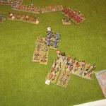 Impact überstanden und Nahkampf gewonnen, die zweiten Prokusatores sind in der Flanke der Bedu angekommen, die Reiter kaufen Zeit in den Bogenschützen.