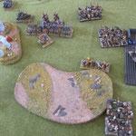 Die Normannen schlagen die Elefanten und fliehen vor dem Angriff der Reiter. Die Klibanophoroi sind in Angrifsreichweite auf die Flanke der Elis.