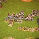 Elis und Reiter attackieren die Infantristen zusammen, eine Einheit Elis kümmert sich um die Normannen.