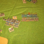 Der große Block läßt sich schon wieder vom Beschuß beeindrucken, die Byzantiner holen zum Angriff aus.
