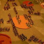 dritte Runde die Vardarioten haben die Timarioten ausgeflankt und im Fernkampfduell im Feld erleiden die Azabs erste Verluste.