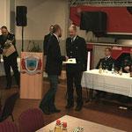 Kamerad Steffen Kehr wird geehrt.