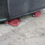 Auch Feuerwehrschläuche können zum Abstützen genutzt werden.