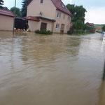 Stellenweise stand das Wasser anderthalb Meter auf der Straße.