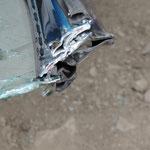 Die zusammengedrückten Blechschichten nach dem Schneiden mit der hydraulischen Schere.