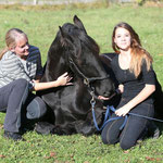 Mutter, Tochter, Pferd - eine Leidenschaft die verbindet - danke Susi, Sabrina + Aramis für diese liebevolleFoto