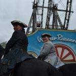 Regina mit Thom und Sigrid mit Tymen vor dem Riesenrad im Wiener Prater!