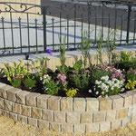 宿根草メインの新築花壇