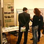 Viele interessierte Besucher haben unseren Stand besucht, hier Herr Andreas Claus (Bürgermeister der Stadt Uebigau-Wahrenbrück) und Prof. Dr. Norbert Lamersdorf (vom Verbundprojekt BEST) im Gespräch mit Susann Skalda (GF Biomasse Schraden e.V.)