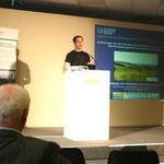 """Dr. David Butler Manning (TU Dresden) stellt das Verbundprojekt """"AgroForNet"""" vor."""