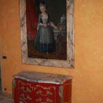commode laquée  et cadre peint en faux marbre