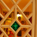 vitraux crées dans boiserie ancienne de porte
