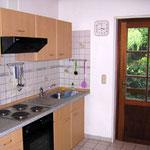 Küche mit Zugang zur Terrasse und Garten
