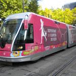 un tram tout de rose vêtu !