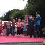 Die Kinder des Kindergarten Kirchheim gaben mehrere Lieder zum Besten. Tolle Leistung vor so viel Publikum!