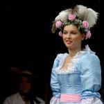 Modenschau bei der Eutiner Veranstaltung Vielerley Feierey 2009, Canon EOS 300D, Vivitar 1:3,8/75-205 mm