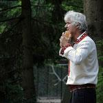 """Virtuoser Panflötenspieler im Tierpark Hagenbeck auf der Veranstaltung """"Romantische Nächte""""  2009, Canon EOS 300D, Rikenon 1:1,4/55 mm (mit freundlicher Genehmigung vom Tierpark Hagenbeck)"""