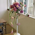 ウェディングの花 フレームを使ったクレッセントブーケ