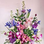 パープル系のお花を加えたご法事のお花