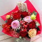 赤いバラ、ダリア、トルコキキョウの還暦のお祝いの花束