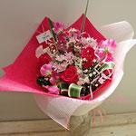 赤いバラ、スイトピー、桜の花束