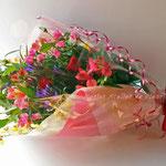 ミックスカラーのバラの花束