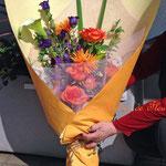 オレンジのバラとガーベラの花束