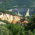 Les ocres de roussillon, ein ehemaliges Abbaugebiet von gelbem Sand zur Farbegung von Wandfarbe